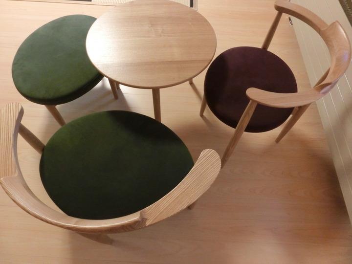 白木のテーブルセット