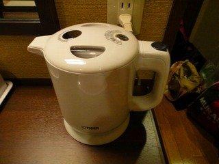 お茶セットと湯沸かし器