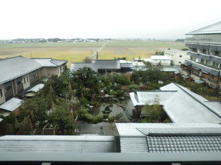 冬景色の日本庭園も堪能できるお部屋