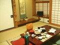 夕食・朝食は、1階の座敷です。親戚の家に泊まりに行った時のようです。。