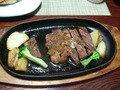 奥様と半分この、鳥取和牛ステーキです。