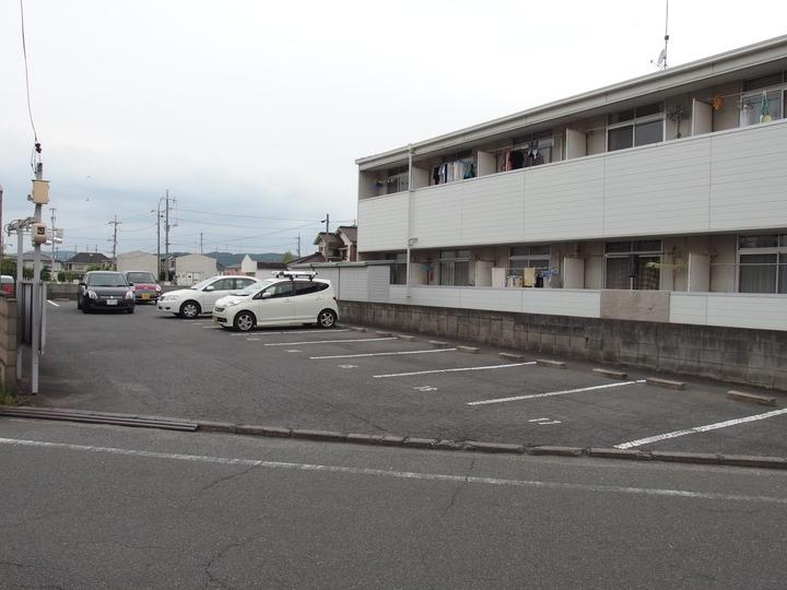 3号館(マンションタイプ)前の駐車場