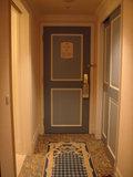 部屋側のドア。