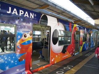 最寄り駅の電車。