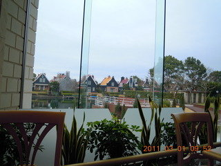 レストランからの眺めはカラフルな別荘地