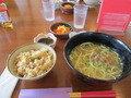 ソーキそばと沖縄の炊き込みご飯