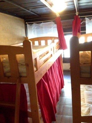 二段ベッドがぎゅうぎゅう詰め