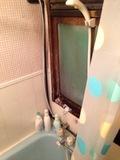 シャワーは浴槽内で