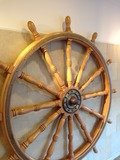 船の舵のオブジェ