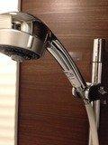 バスタブ無しシングルルームの可動シャワーヘッド