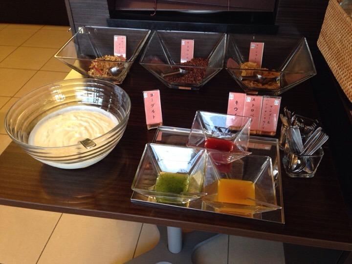 朝食バイキング シリアルヨーグルトコーナー