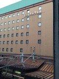 駅のコンコースから見たホテル