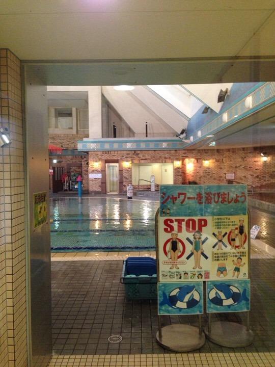 プール入口
