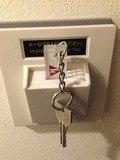 電源と繋がっているキー差し込み口