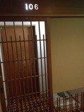 本館客室入口の格子戸