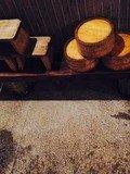 浴室風呂桶と木椅子