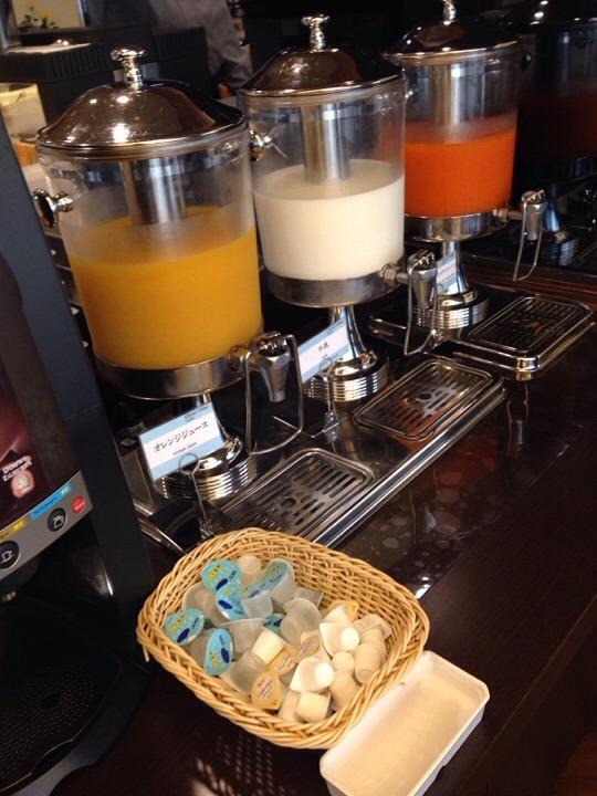 朝食ビュッフェ ジュースコーナー