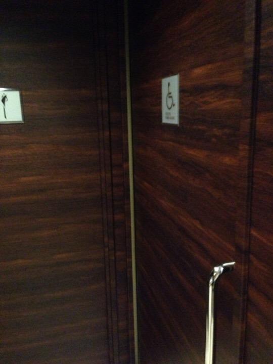 ロビー身障者トイレ