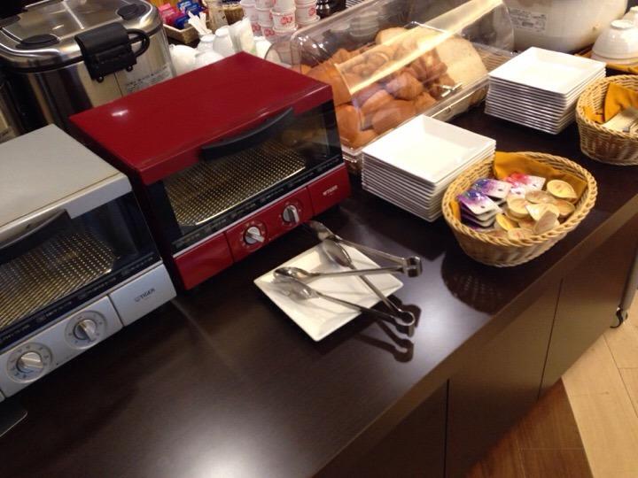 朝食ビュッフェ パンコーナー