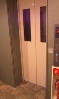 エレベーター外観