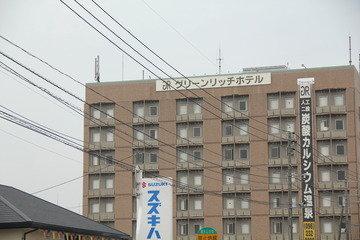近くには、飲食店やショッピングモールがあり、便利なホテルです