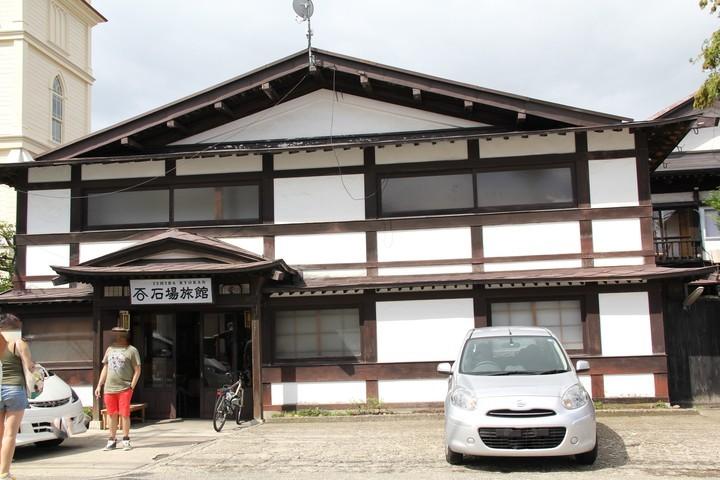 明治12年創業で弘前城にも近い旅館です