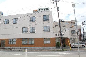 弘前公園まで徒歩3分位にある立地条件のいい旅館です
