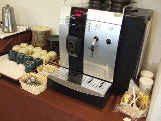 レストランの中の朝食時のコーヒーサービスです。