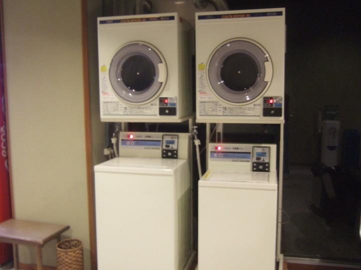温泉の前に洗濯機と乾燥機がありました。