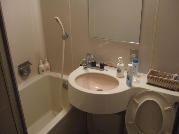 客室のバス・トイレ・洗面台です。