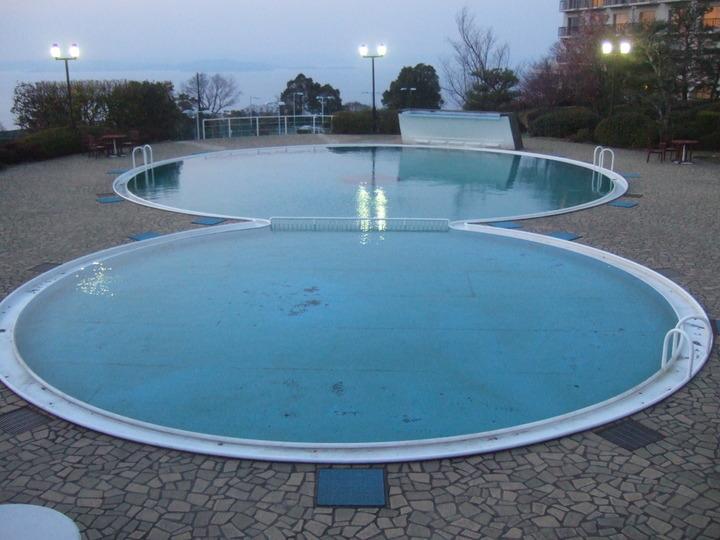 ホテルのプールです。