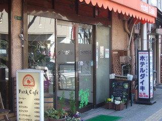 猫のいる大阪らしい庶民的かつ時代錯誤的なホテル