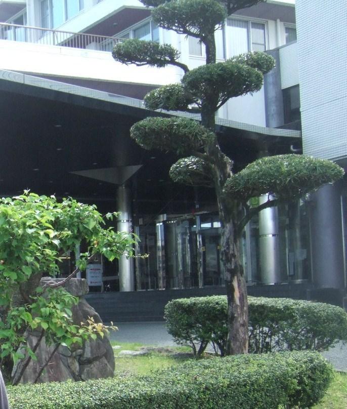 熊本インターの近くの緑に囲まれた大きなホテル。