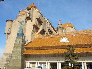 白浜温泉の海沿いに建つ西欧の古城のような豪華なホテル。