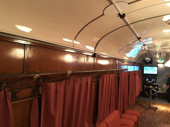電車のカラオケボックス