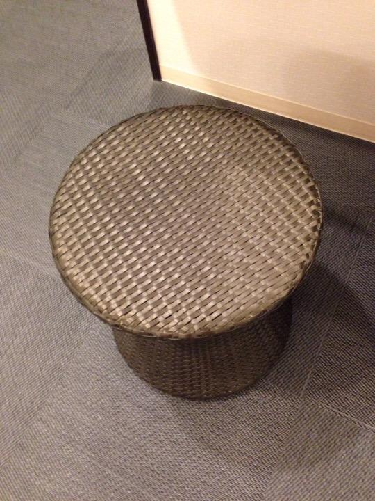 モノリスタワーすみの湯丸椅子