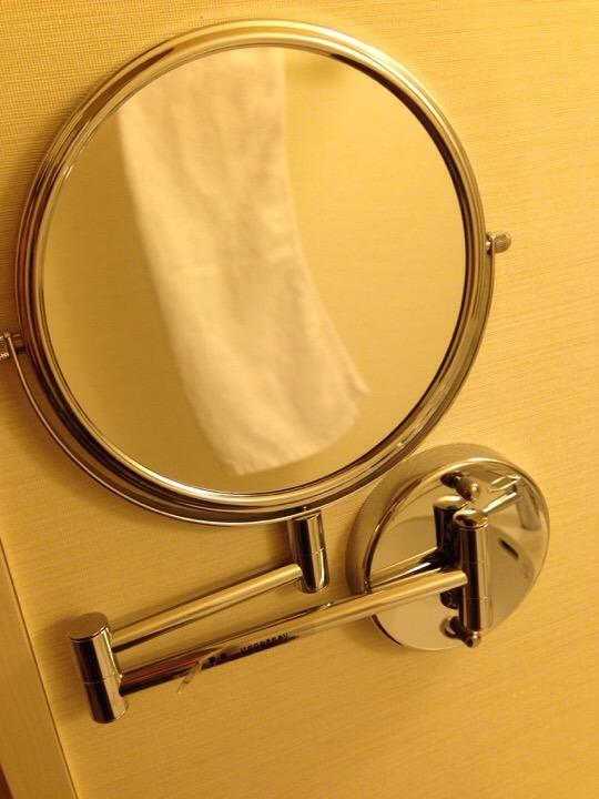 モノリスタワー客室の洗面可動式ミラー