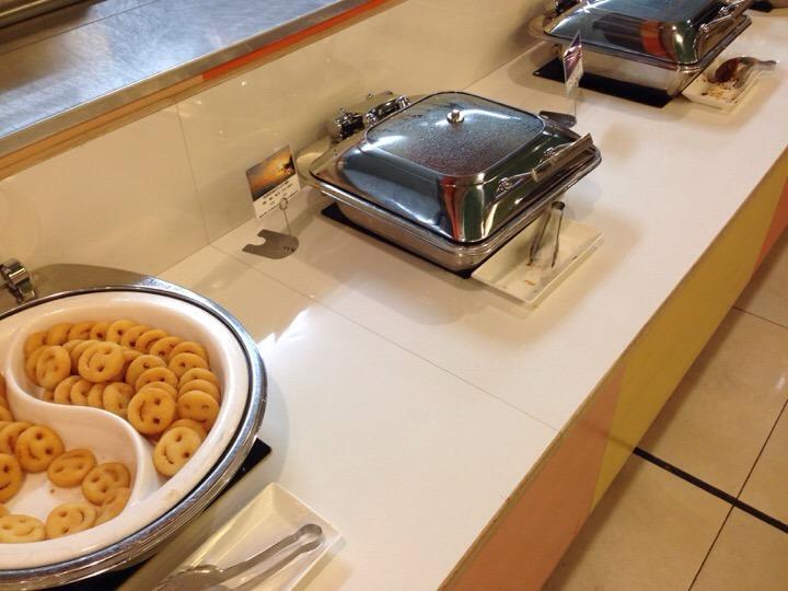 モノリスタワー夕食バイキング スマイルポテト