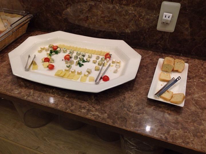 モノリスタワー夕食バイキング チーズコーナー