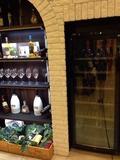 モノリスタワー夕食バイキング ワインセラーとワイングラス