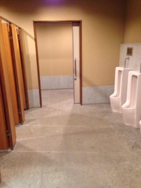 江戸情話夜市 男性トイレ