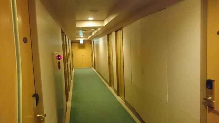 アパホテル高崎駅前の客室階廊下
