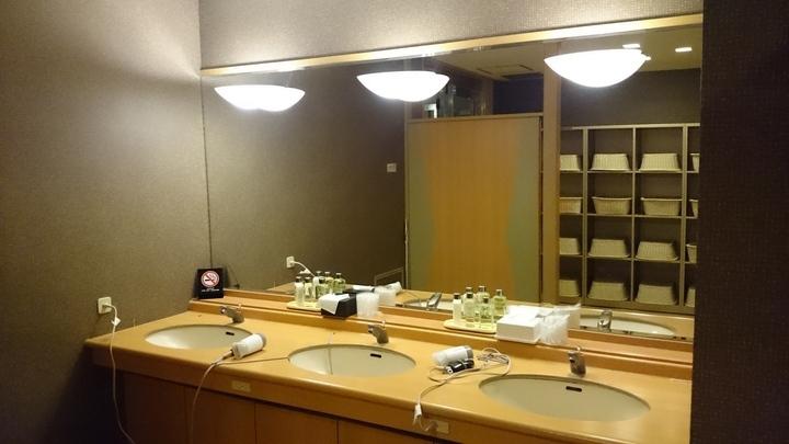 アパホテル高崎駅前の温泉大浴場の洗面台