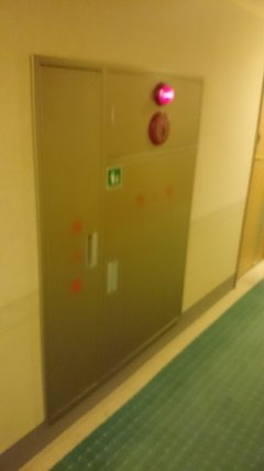 アパホテル高崎駅前の廊下の消防設備