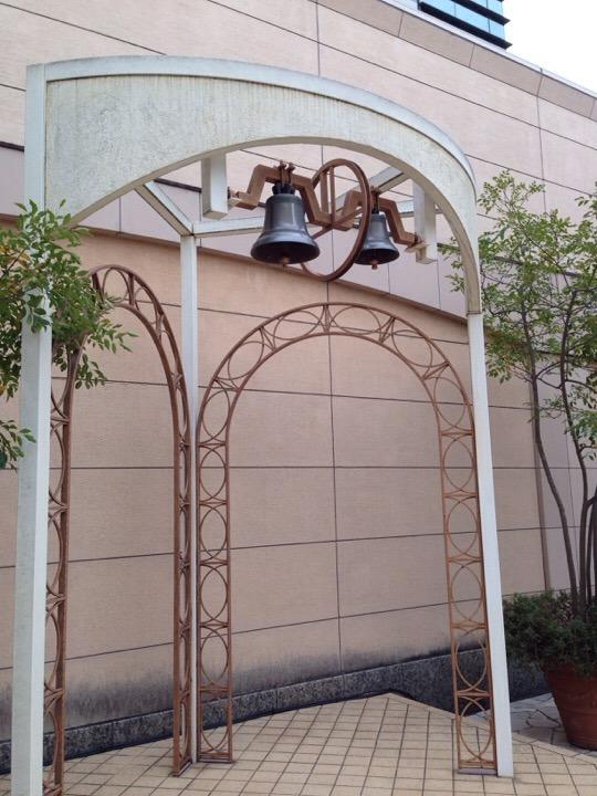 チャペル前広場の鐘