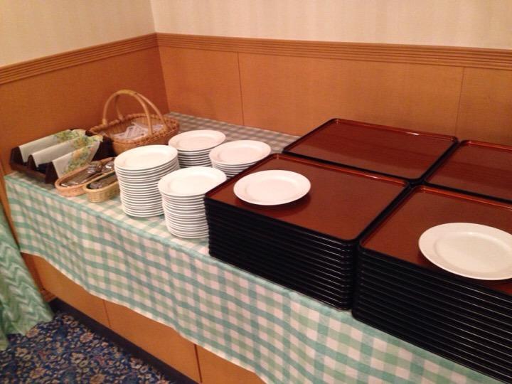 朝食バイキング トレーお皿
