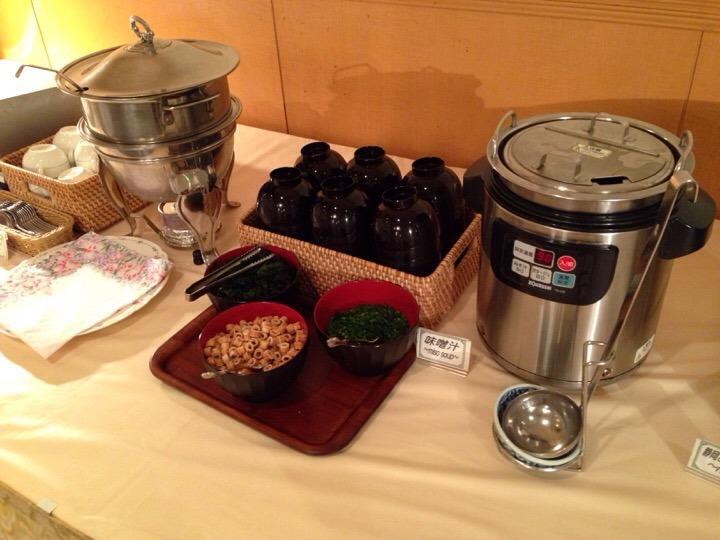 朝食バイキング 味噌汁スープ
