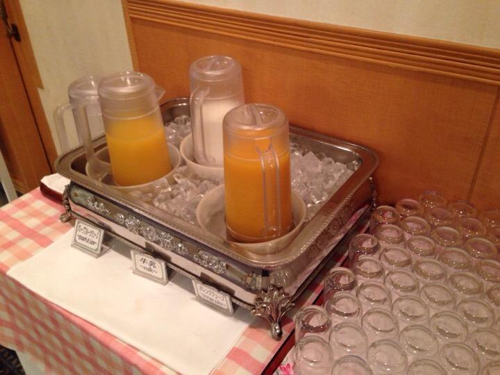 朝食バイキング ジュース牛乳