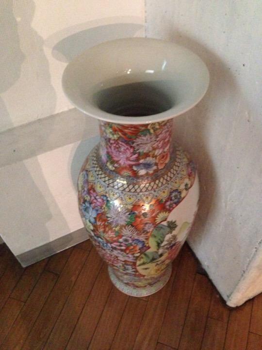 大きな陶器