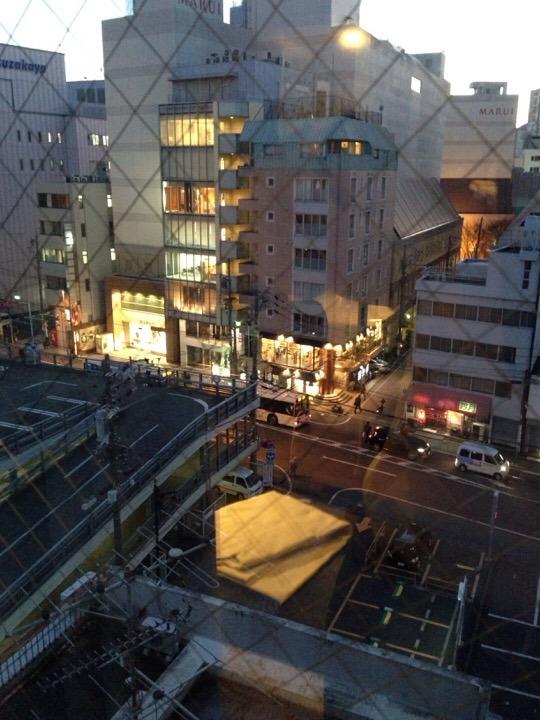 窓からの静岡の街並み